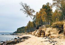 Der Strand von Vidzeme an der lettischen Ostsee beeindruckt durch spektakuläre Sandsteinfelsen und Sanddünen, Lettland - © Sergei25 / Shutterstock