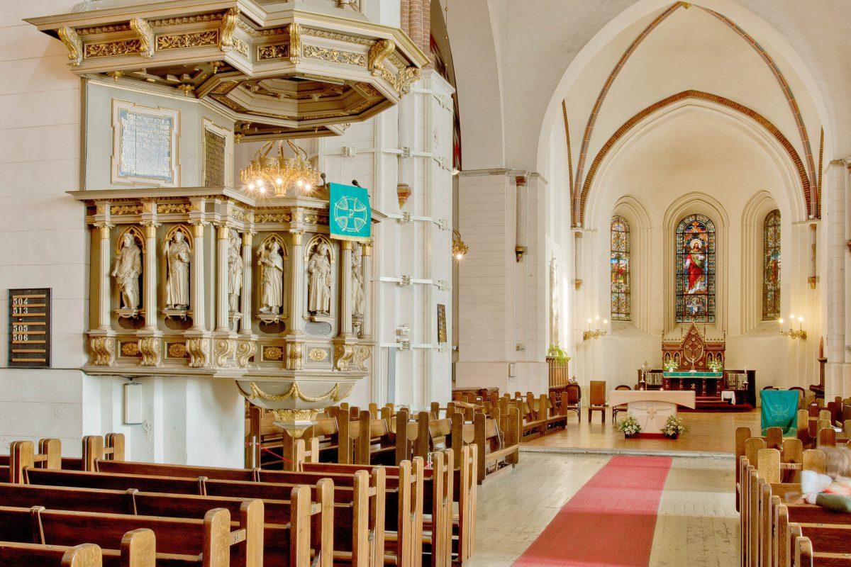 Im Dom zu Riga in Lettland ist das Grab des ersten Bischofs von Livland (damals nahezu ganz Lettland und Estland) zu besichtigen - © gadag / Shutterstock