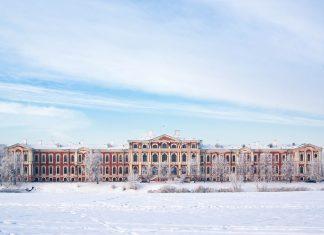 Winterliches Panorama des Schlosses Jelgava, dem größten Barockschloss des Baltikums, Lettland - © RobertsJ / Fotolia