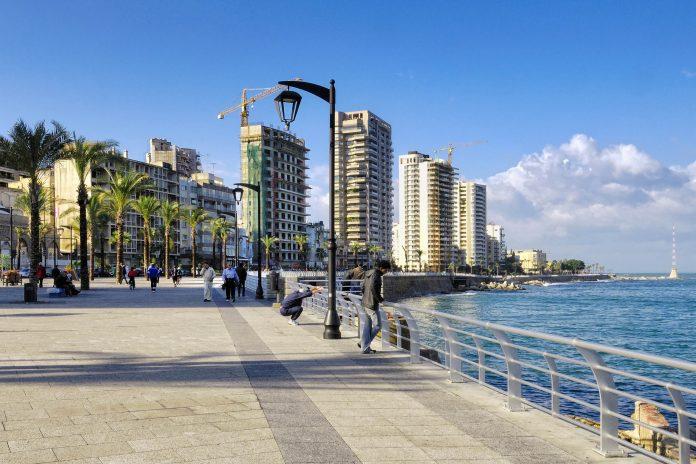 Die Corniche (Strandpromenade) an der Küste der libanesischen Hauptstadt Beirut - © tobago77 / Fotolia