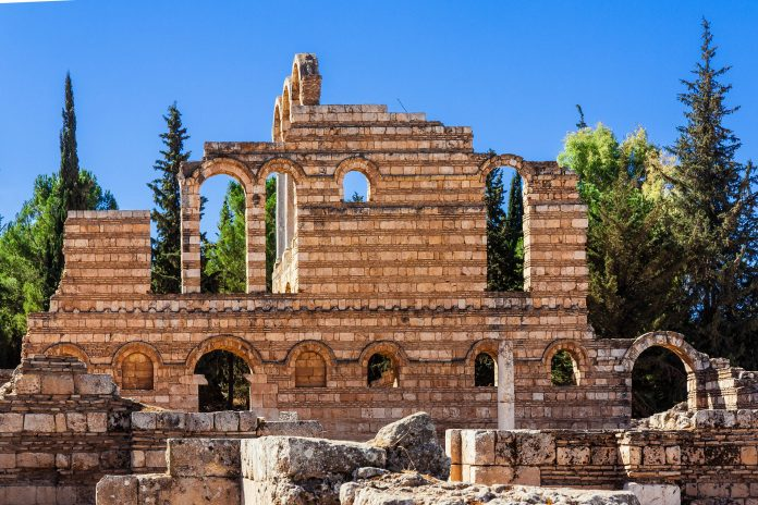 Das historische Areal der Ruinen von Anjar umfasst etwa 114.000m2, umgeben von einer 2m dicken Stadtmauer, Libanon - © A.Karnholz - Fotolia