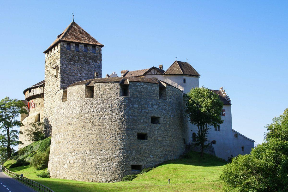 """Das malerische Schloss Vaduz auch unter dem Namen """"Hohenliechtenstein"""" bekannt, Liechtenstein - © 666devil666 / Fotolia"""