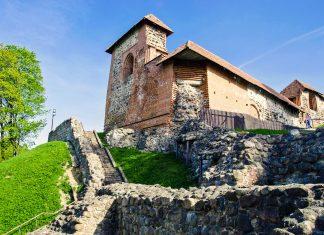 Der Komplex der Gediminas-Burg in der litauischen Hauptstadt Vilnius war einst die mächtigste Verteidigungsanlage der Stadt, Litauen - © Alis Photo / Shutterstock