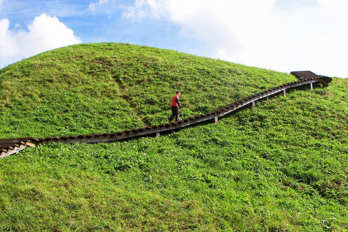 Die archäologische Stätte in Kernavé ist einen Besuch wert, die konservierten Überreste von Kernavé sind ein Traum jeden Archäologen, Litauen - © Birute Vijeikiene / Fotolia