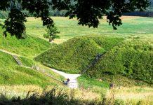 Die Stadt Kernavé im Pajauta-Tal ist die älteste bekannteste Hauptstadt Litauens, die Hügel sind das einzige, was davon noch zu sehen ist - © Birute Vijeikiene / Fotolia