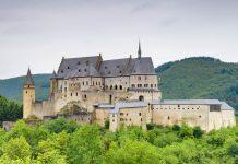 Die Burg Vianden ist die gewaltigste noch bestehende Festung des Landes, Luxemburg - © Lotharingia / Fotolia