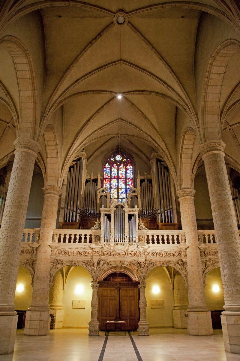 Die eindrucksvolle Orgel auf der Westempore der Kathedrale von Notre Dame stammt aus dem Jahr 1880 und wurde 1929 erweitert, Luxemburg Stadt - © Jaroslav Moravcik / Shutterstock