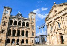 Der Rova von Antananarivo liegt auf dem höchsten Hügel der Hauptstadt Madagaskars und wurde seit dem 17. Jahrhundert nach und nach zu einer prachtvollen Königsstadt ausgebaut - © Stéphan SZEREMETA / Fotolia