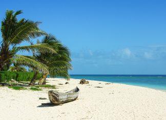 Einsamer Strandabschnitt auf der Trauminsel Nosy Boraha im Indischen Ozean, wenige Kilometer von der Nordost-Küste Madagaskars entfernt - © ste67 / Fotolia