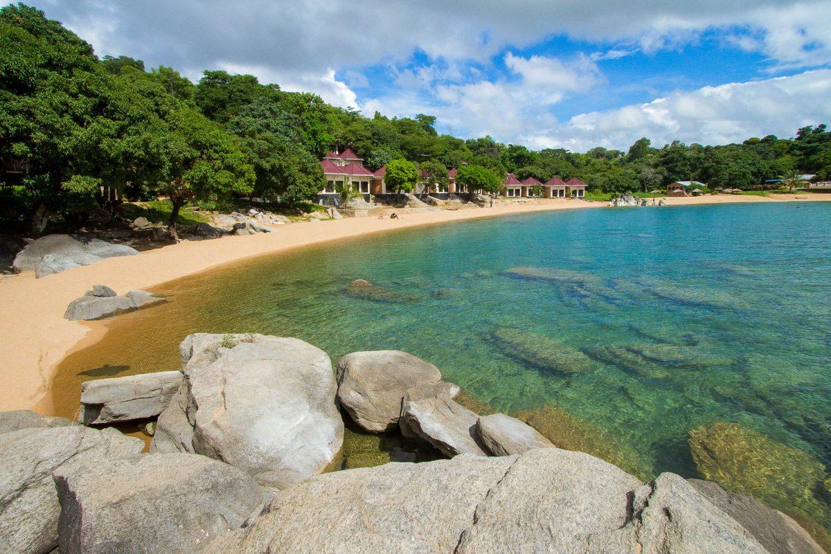 Die spektakuläre Nkhata Bay am Malawi-See ist leider für die Öffentlichkeit nicht zugänglich, Malawi - © Villiers Steyn / Shutterstock