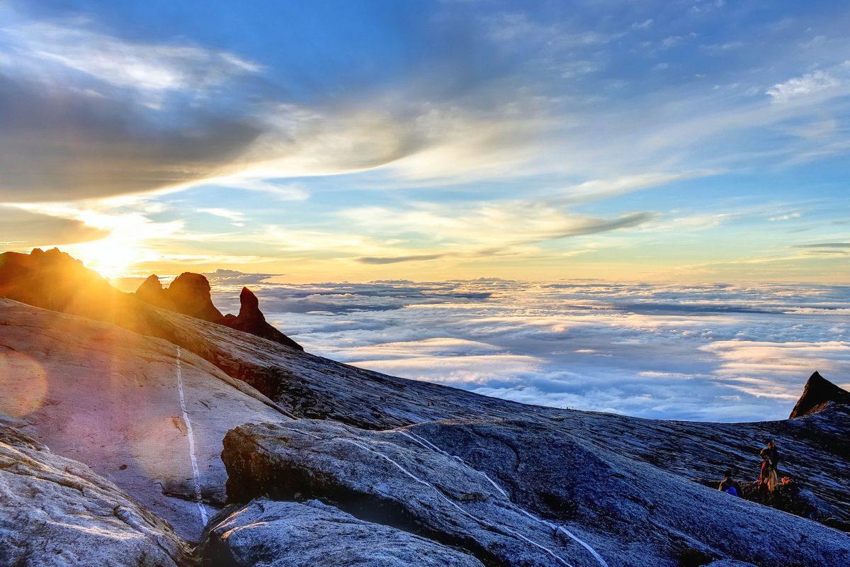 Am Mount Kinabulu, kurz vor dem Gipfel dem Low's Peak in einer Höhe von knapp 4.000 Metern, Malaysia - © MEMEME / Shutterstock