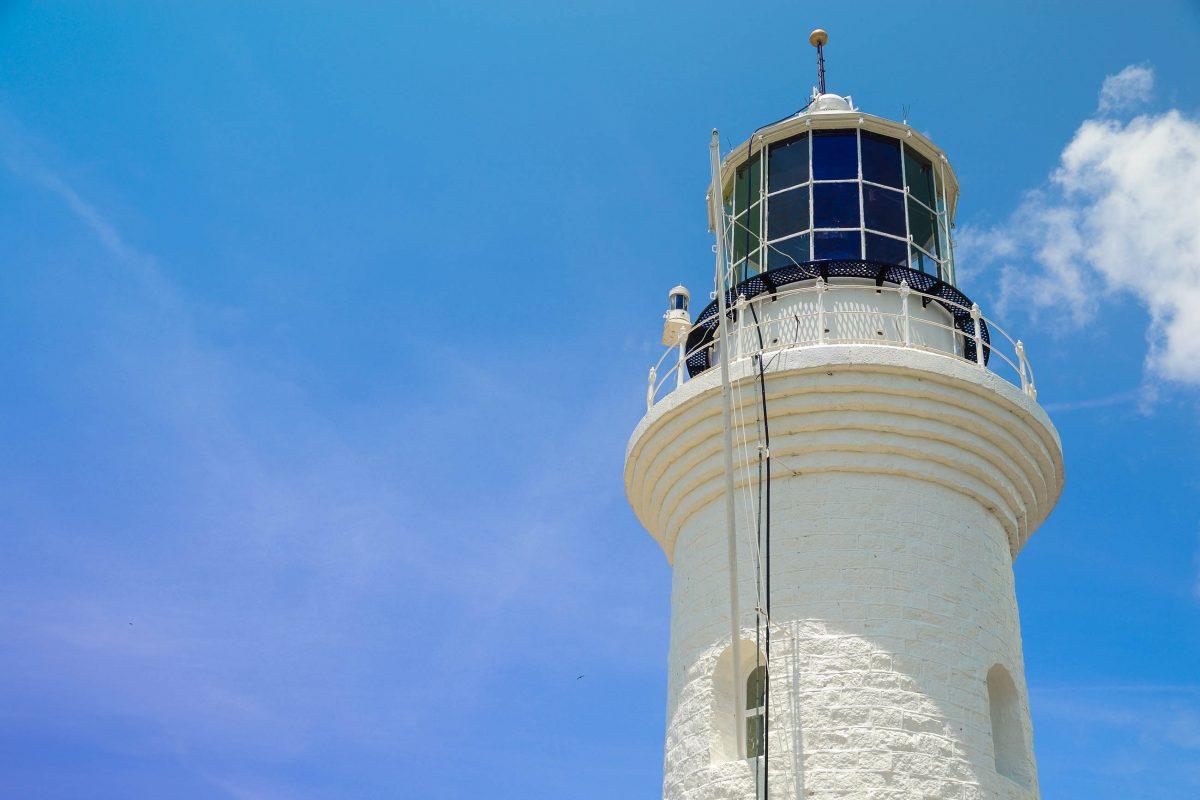 Der Leuchtturm am Muka Head ist der zweitälteste Leuchtturm Malaysias - © GBNeoh / Fotolia
