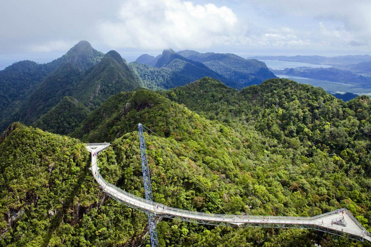 Die Langkawi Sky Bridge - eine Hängebrücke auf dem Mount Mat Cincang in knapp 700 Metern Höhe, Langkawi, Malaysia - © Thomas Gorny / Fotolia