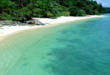 Einer der wunderschönen tropischen Sandstrände auf der Insel Langkawi, Malaysia - © Eky Studio / Shutterstock