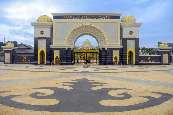 Der Istana Negara war einst der Königspalast von Kuala Lumpur und damit offizieller Sitz des Königs von Malaysia - © Jpiks / Shutterstock