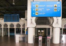 """Die Bahnstation """"Kuala Lumpur Railway Station"""" in der malaysischen Hauptstadt Kuala Lumpur fällt durch ihre außergewöhnlich malerische Architektur auf, Malaysia - © ezk / franks-travelbox"""