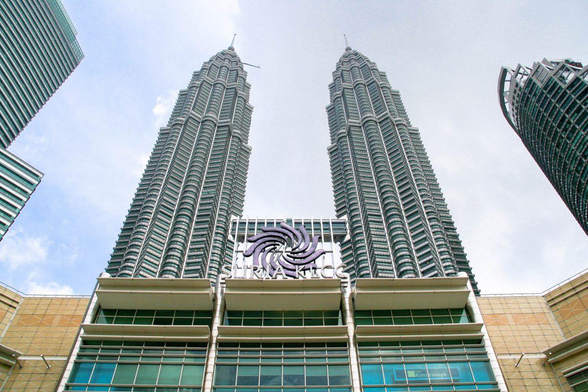 Die Petronas Towers in Kuala Lumpur, Malaysia, wurden in den Jahren 1992 und 1996 erbaut, die offizielle Eröffnung erfolgte 1999 - © ezk / franks-travelbox