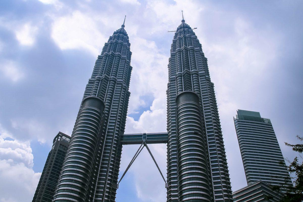 Die Petronas Towers sind das Wahrzeichen von Kuala Lumpur und waren von 1996 bis 2004 das höchste Gebäude der Welt, Malaysia - © ezk / franks-travelbox
