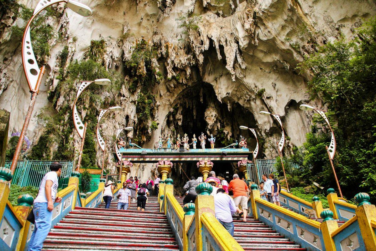 Weltweite Berühmtheit erlangten die Batu Höhlen erst 1878, als der Amerikaner William Hornaday sie erforschte und katalogisierte, Malaysia - © ezk / franks-travelbox