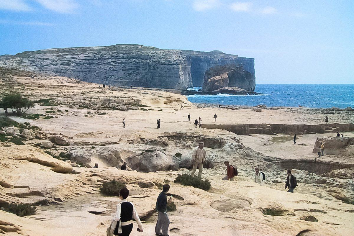 Blick auf die Dweira-Bucht in Malta auf der Insel Gozo, hier findet sich auch das Azurblaue Fenster - © FRASHO / franks-travelbox