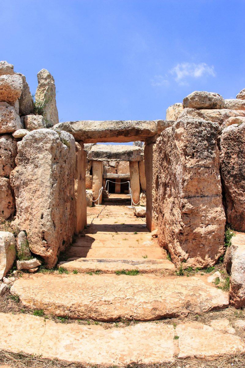 Der jahrtausendealte Tempel von Ħaġar Qim wurde aus tonnenschweren Kalkstein-Megalithen errichtet, Malta - © mary416 / Fotolia