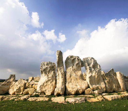 Der Tempelkomplex Ħaġar Qim im Süden von Malta ist an die 5.000 Jahre alt und zählt zu den fünf großen maltesischen Tempelstätten - © Cecilia Lim / Fotolia