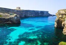 Die Blaue Lagune, ist eine traumhafte Bucht im Westen der Insel Comino und ist nur ein bis drei Meter tief, Malta - © esinel_888 / Fotolia