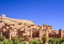 Aït-Ben-Haddou ist eine jahrhundertealte Lehmsiedlung des Berbervolkes im Süden Marokkos - © WitR / Shutterstock
