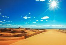 Blauer Himmel und gewaltige Sanddünen, Sahara, Marokko - © Galyna Andrushko / Shutterstock