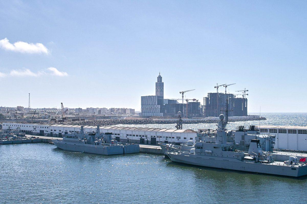 Am Hafen von Casablanca werden 60 aller Waren für und von Nordafrika umgeschlagen, Marokko - © LEONARDO VITI / Shutterstock