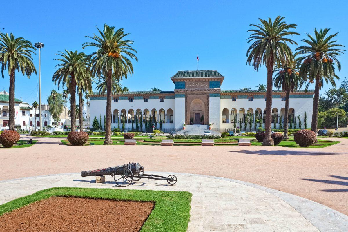 Place Muhamed V. mit dem Justizpalast in Casablanca, Marokko - © OPIS Zagreb / Shutterstock