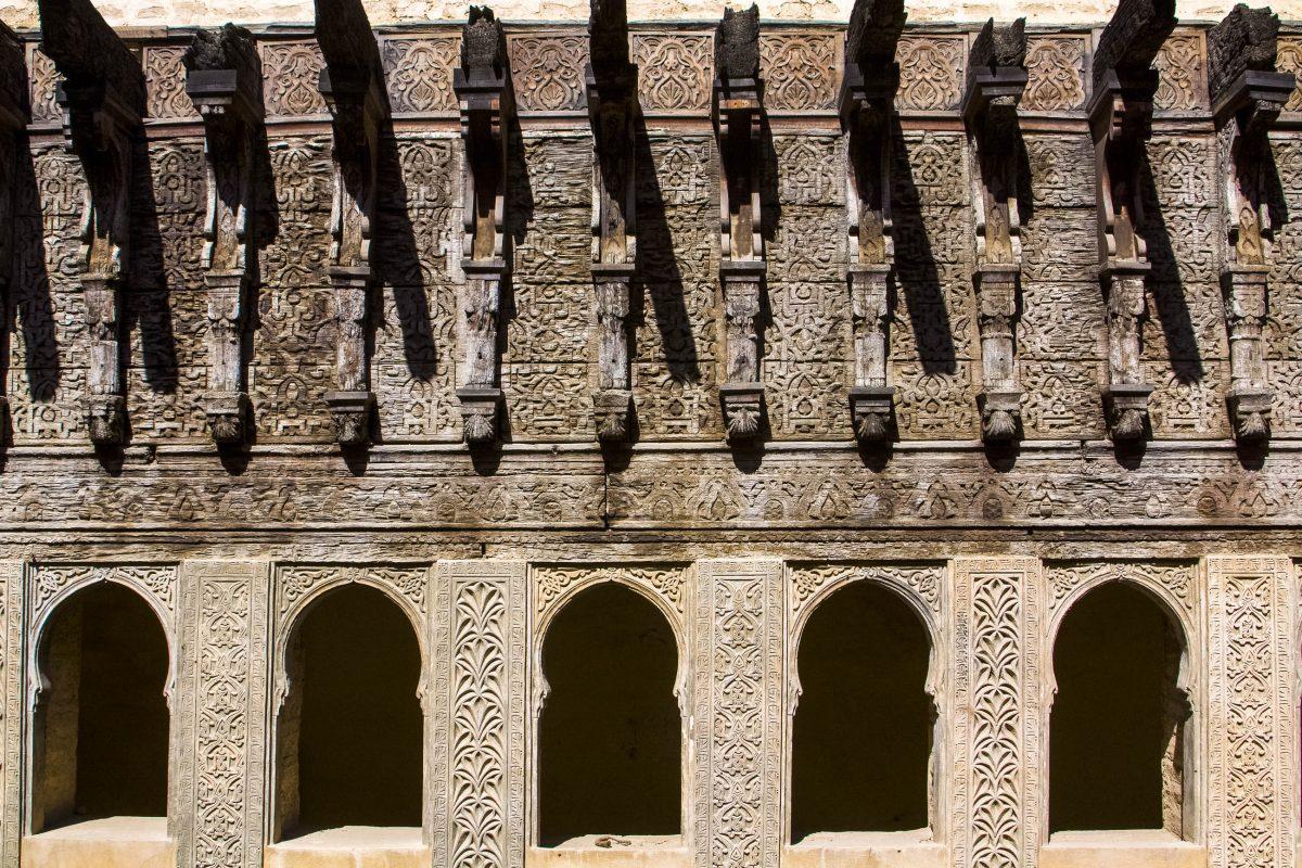 Die berühmte Wasseruhr am Dar al-Magana in Fes, Marokko - © KOMPASstudio / Shutterstock