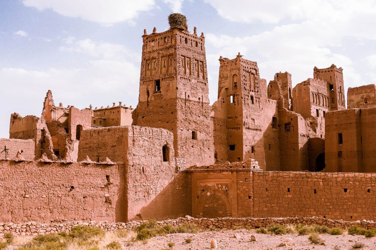 Die Erforschung von der Lehmstadt Aït-Ben-Haddou in Marokko stellt für jeden Besucher ein unvergessliches Erlebnis dar - © Sam Strickler / Shutterstock