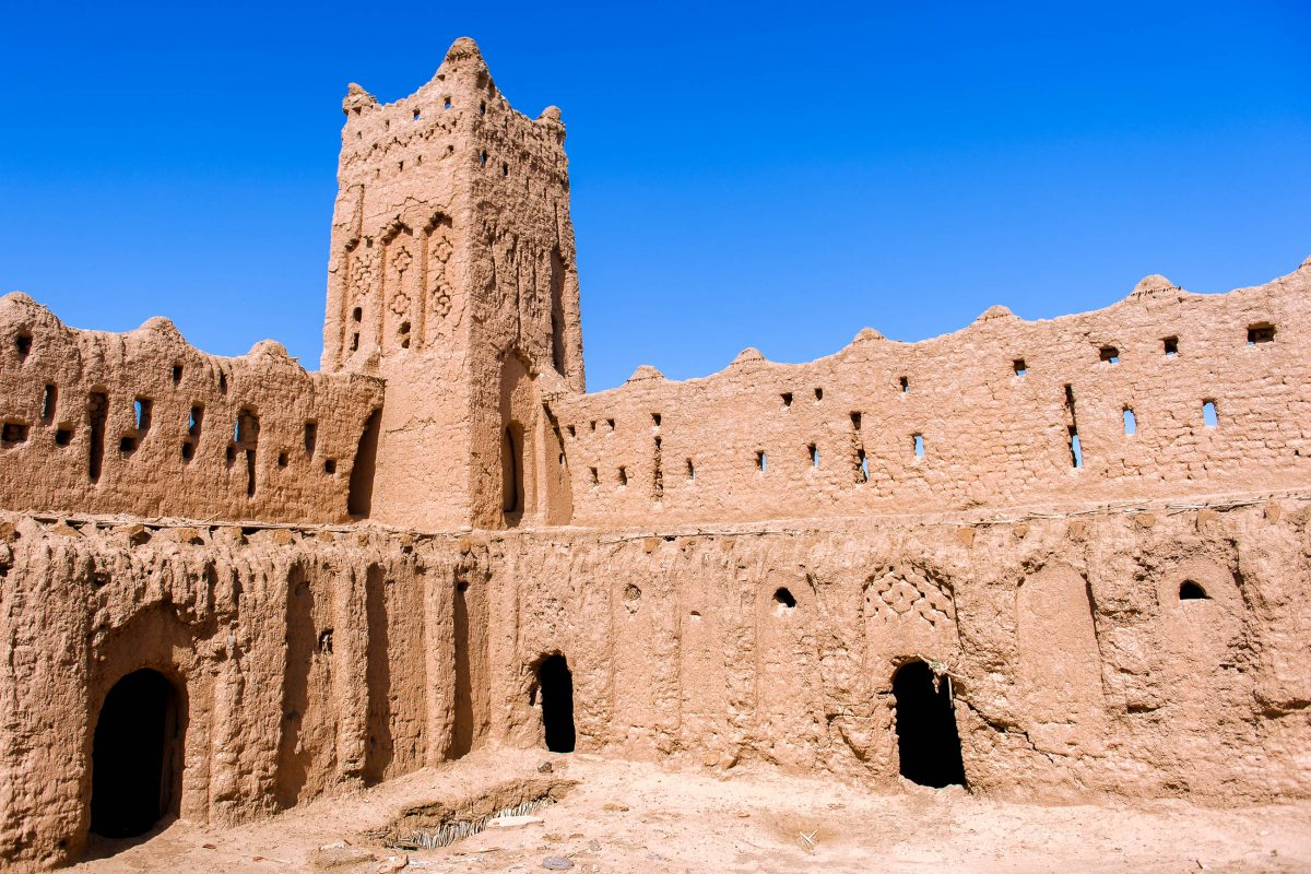 Einer der zahlreichen Türme in der Lehmstadt Aït-Ben-Haddou, Marokko - © Sam Strickler / Shutterstock