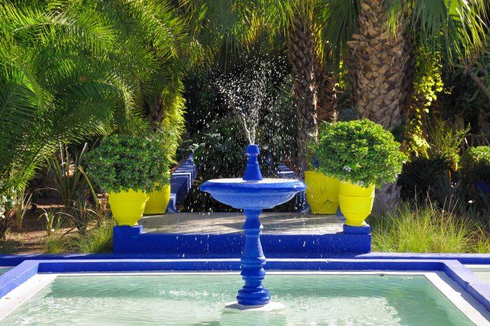 Der Jardin Majorelle in der marokkanischen Stadt Marrakesch ist der schönste Garten der Stadt, Marokko - © Philip Lange / Shutterstock