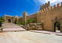 Das Haupttor zur Kasbah des Oudaia in Rabat wurde im 12. Jahrhundert von den Almohaden errichtet, Marokko - © WitR / Shutterstock