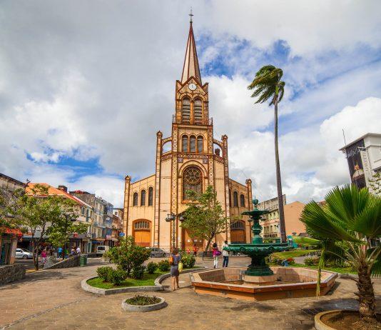 Die Kathedrale St. Louis in Fort-de-France, der Hauptstadt der französischen Karibikinsel Martinique, wurde mehrmals zerstört und wieder aufgebaut - © darqy / Fotolia