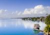 Die über 40 Kilometer lange paradiesische Lagune von Bacalar liegt am Südende der Riviera Maya und wird auch See der sieben Farben genannt, Mexiko - © dan talson / Fotolia