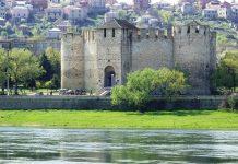 """Die Zitadelle von Soroca im Norden Moldawiens am Ufer der Dnister (rumänisch: """"Nistru"""") etwa 160km nördlich der moldawischen Hauptstadt Chişinău - © Kaetana / Shutterstock"""