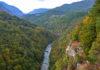 Blick von der Tara-Brücke in die Tara-Schlucht, die längste und tiefste und auch die ursprünglichste Schlucht Europas, Montenegro - © FRASHO / franks-travelbox