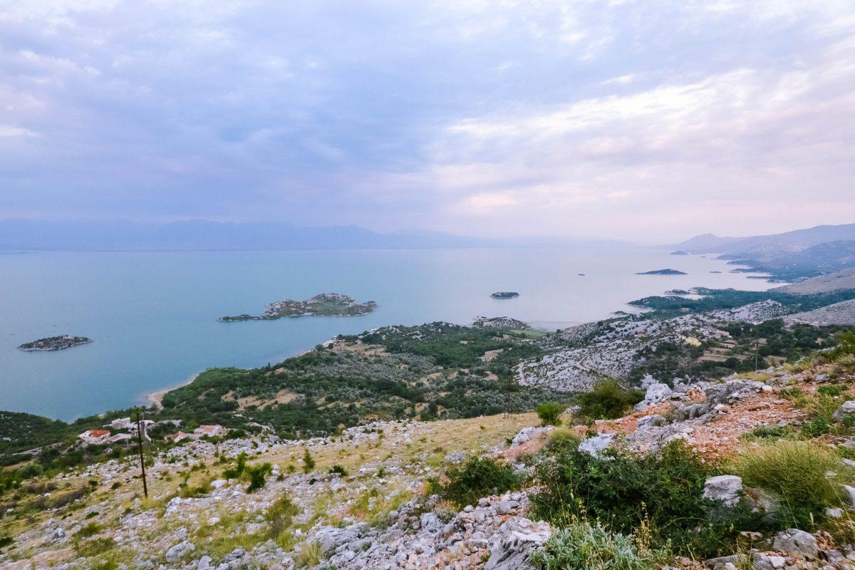 Blick von Montenegro Richtung Albanien über den Skadar-See, dessen Ökosystem noch vollständig intakt ist - © FRASHO / franks-travelbox
