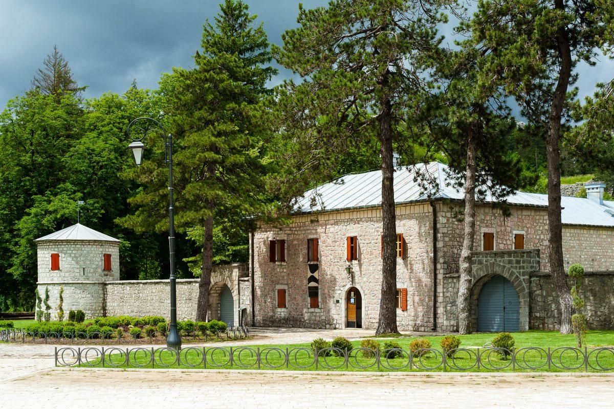 Die festungsähnliche Biljarda war einst Sitz der Petrović-Familie und beherbergt heute das Petar II.-Museum - © Irina Burmistrova / Shutterstock