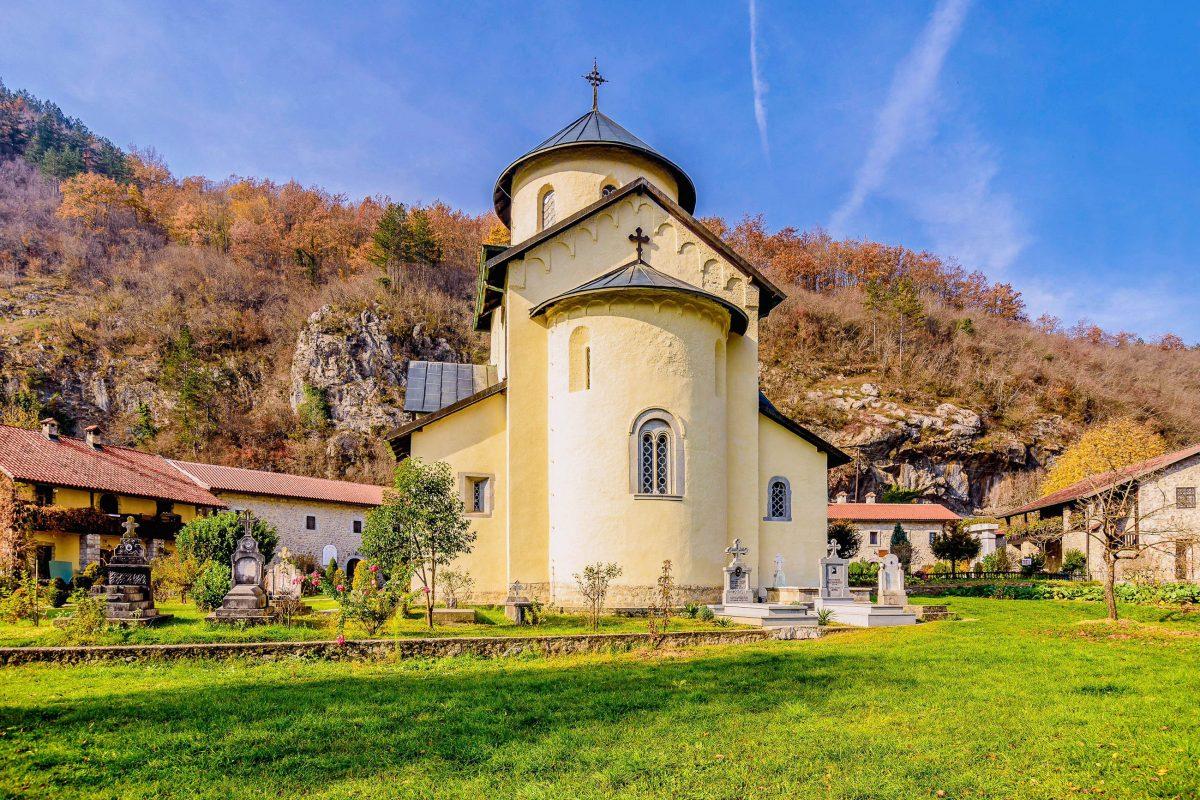 Das heutige Kloster Morača in Montenegro wurde Ende des 16. Jahrhunderts errichtet, nachdem sein Vorgängerbau den Türken zum Opfer gefallen war - © Darko Vrcan / Shutterstock