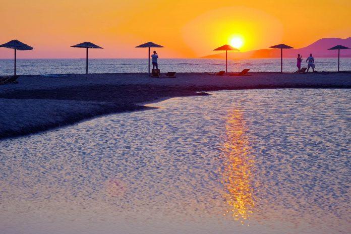 Die Insel Ada Bojana zwischen Fluss und Meer im Süden von Montenegro ist ein idyllisches Fleckchen Erde mit herrlichem Sandstrand - © ollirg / Shutterstock