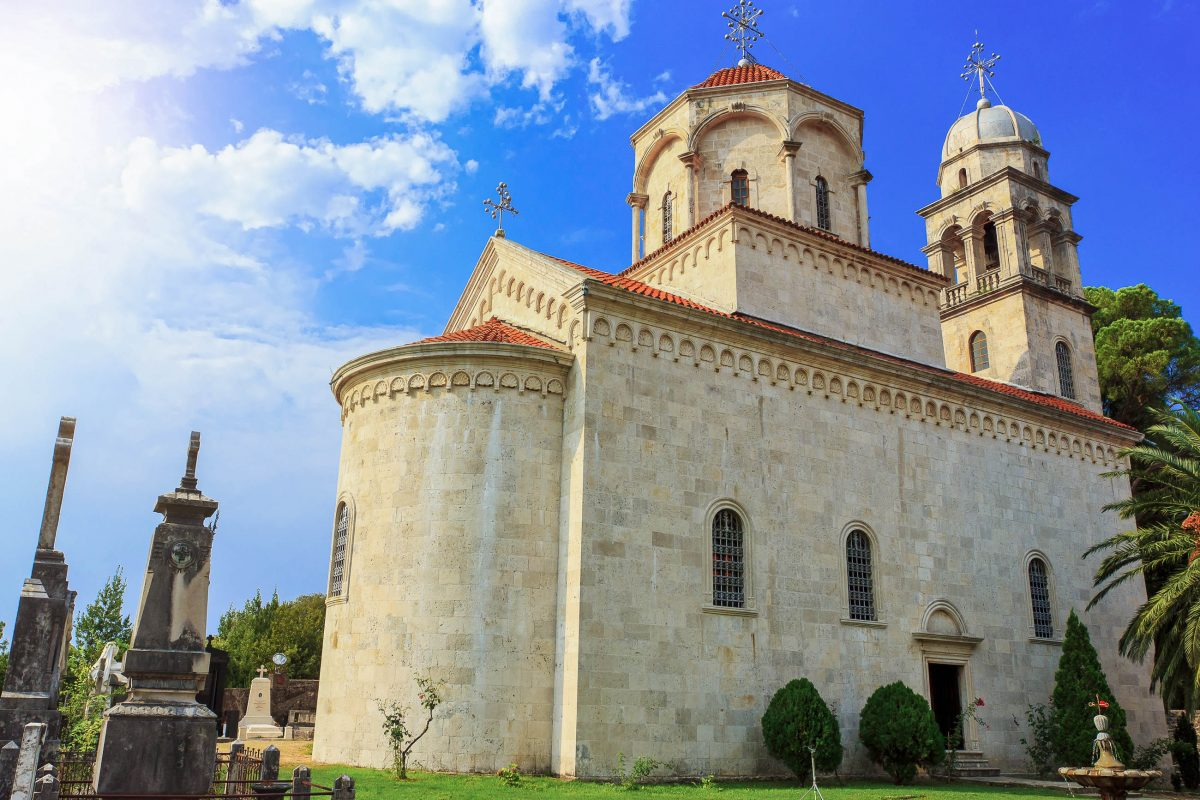 Das Savina-Kloster liegt etwas abseits des Zentrums von Herceg Novi und kann mit drei wunderschönen orthodoxen Kirchen aufwarten, Montenegro - © Lenar Musin / Shutterstock