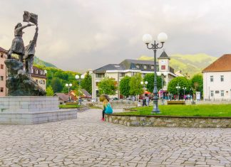 Kolašin inmitten der Bjelasica-Berge in Montenegro lockt im Winter mit Sesselliften und Skipisten und im Sommer mit spektakulären Wanderungen - © RnDmS / Shutterstock
