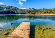 Nur 3km von Žabljak zählt der Crno Jezero zu den beliebtesten Tagesausflügen im Durmitor Nationalpark von Montenegro - © Darko Vrcan / Shutterstock