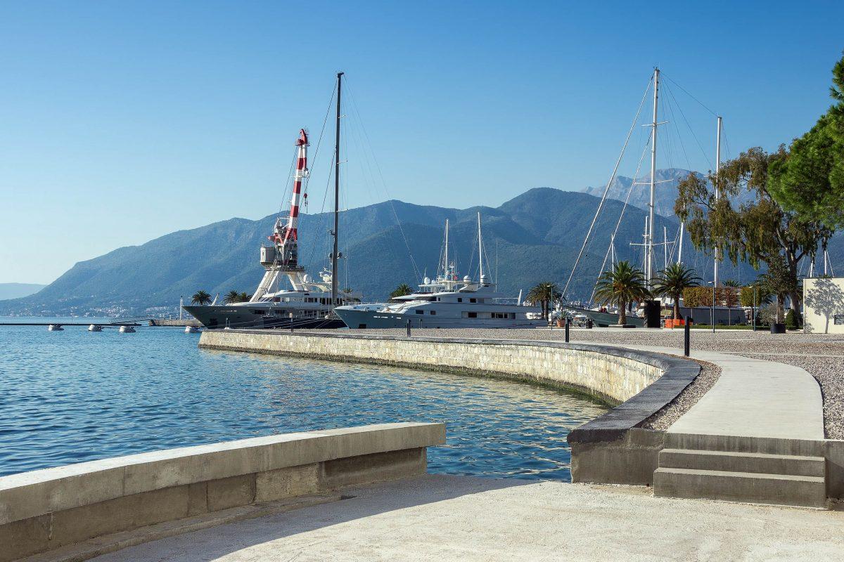 """Der kanadische Milliardär Peter Munk möchte mit dem großen Jachthafen aus Tivat ein """"Monaco der südlichen Adria"""" machen, Montenegro - © HelgaGont / Shutterstock"""