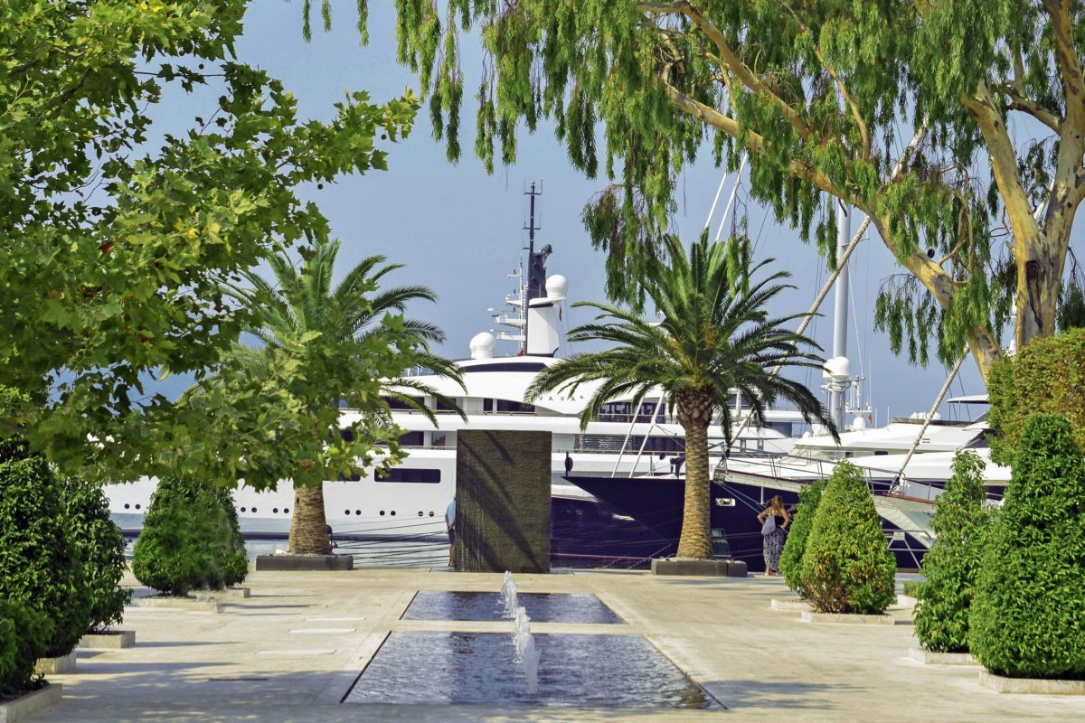 In Zukunft sollen im Porto Montenegro in Tivat superteure Luxus-Jachten vor Anker gehen - © goran cakmazovic / Shutterstock