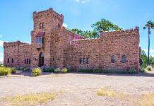 Das skurrile Schloss Duwisib liegt im Süden von Namibia und ist wohl die ungewöhnlichste Sehenswürdigkeit des ganzen Landes - © FRASHO / franks-travelbox
